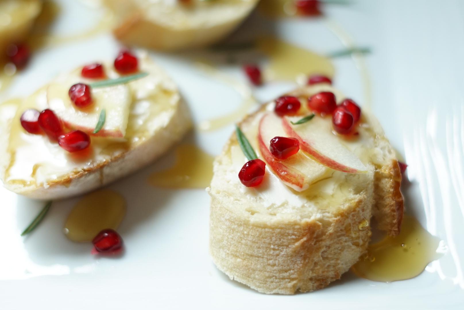 Honey Brie Apple Crostini